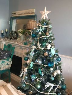 Here are best White Christmas Decor ideas. From White Christmas Tree decor to Table top trees to Alternative trees to Christmas home decor in White & Silver Beach Christmas Trees, Coastal Christmas Decor, Nautical Christmas, Silver Christmas Tree, Tropical Christmas, Christmas Tree Themes, Christmas Mantels, Holiday Tree, Christmas Holidays