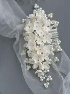 Lilac Flower headpiece, Wedding hair comb, Bridal hair comb, Bridal flower comb, Bridal headpiece, Bridal hair accessories, Wedding comb This is a romantic floral hair comb inspired off real white lilac flowers ! Antique brass comb, branches pearls add lovely details to this flower hair