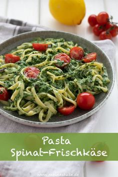Pasta mit Rahmspinat-Frischkäse-Sauce und Tomaten - Meine StubePasta with creamed spinach cheese sauce and tomatoes - Meine Stube A tasty dish for spinach lovers with a great combination of ingredients. The fresh-fruity taste of the tomatoes a Cream Cheese Pasta, Cream Cheese Desserts, Cream Cheese Recipes, Cream Pasta, Crock Pot Recipes, Pasta Recipes, Chicken Recipes, Dinner Recipes, Recipe Pasta