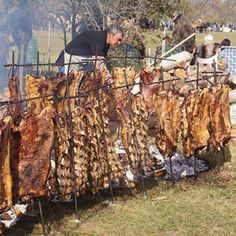Uruguay, Chile, and Argentina Very similar to Brazilian churrasco, asado… Fire Cooking, Cooking On The Grill, Outdoor Cooking, Brazilian Churrasco, Brazilian Bbq, Carne Asada, Steaks, Backyard Bbq Pit, Braai Recipes
