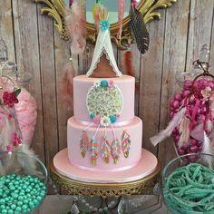 Boho cake party ideas boho party ideas in 2019 индейцы Wild One Birthday Party, Baby Girl First Birthday, First Birthday Parties, Birthday Party Themes, Birthday Cake, Pocahontas Birthday Party, Birthday Ideas, Dream Catcher Cake, Bohemian Cake