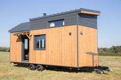 Tiny House Skimfo - L'Atelier Des Rêves Tiny House, Shed, Outdoor Structures, Deco, Tiny Houses, Decor, Deko, Decorating, Decoration