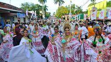 """One Thousand """"Polleras"""" Parade - 2014 (Las Tablas, Panama)"""