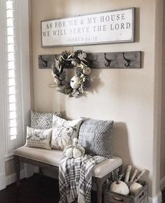 fixer upper entryway - Google Search Entry Way Decor Ideas, Front Entryway Decor, Entryway Hooks, Foyer Ideas, Foyer Wall Decor, Small Entry Decor, Living Room Entrance Ideas, Kitchen Entryway Ideas, Small Apartment Entryway
