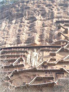 Maijishan Grottoes, Tianshui, Gansu                                      麥積山,以山形似麥堆積成垛,宛如「積麥之地」得名;麥積山石窟創建於東晉十六國後秦時期。
