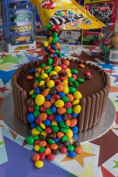 le gravity cake, gateau d'anniversaire au chocolat M&ms - Amour de cuisine Anti Gravity Cake, Gravity Defying Cake, Easy Cookie Recipes, Cake Recipes, Dessert Recipes, Desserts, Cute Birthday Cakes, Beautiful Birthday Cakes, 16th Birthday