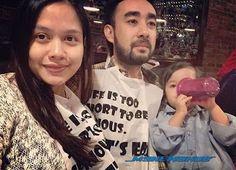 TAHNIAH! Liyana Jasmay Suami Selamat Timang Anak Kedua   Pelakon Liyana Jasmay selamat melahirkan cahaya mata kedua di sebuah hospital swasta di ibu negara.Menerusi akaun Instagram miliknya aktres kecil molek itu memuat naik gambar dengan hashtag #pantangfood sekaligus mengesahkn bahawa dia sudahpun selamat melahirkan.Sumber: Instagram Liyana JasmayBiarpun tanpa sebarang pengumuman rasmi berkenaan kelahiran bayi baik daripada Liyana mahupun suaminya Fathudin Mazlan rata-rata peminat sudah…