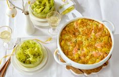 Kartoffel-Lachs-Gratin mit Salat Rezept - [ESSEN UND TRINKEN]