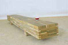 350 cm lang , 33 cm hoog en 40 cm diep. Wandmeubel getekend door Bart Vos. Gemaakt van oud kantoormeubilair, oude betonmallen, oude werkbladen en dus een mix van spaanplaat , mdf en multiplex.  Gemaakt in Loosbroek door Henk