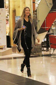 kagia Working Woman, Woman Crush, What I Wore, Autumn Fashion, Kimono, Top Models, Chic, My Style, Casual