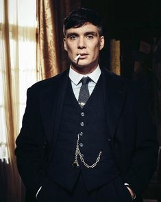 "Cillian Murphy as Thomas ""Tommy"" Shelby in Peaky Blinders Peaky Blinders Poster, Peaky Blinders Wallpaper, Peaky Blinders Series, Peaky Blinders Tommy Shelby, Peaky Blinders Thomas, Cillian Murphy Peaky Blinders, Traje Peaky Blinders, Cillian Murphy Tommy Shelby, Cillian Murphy Young"