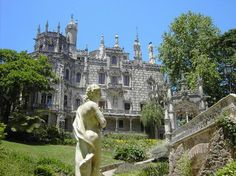 Palacio de Regaleira and great garden in Sintra with hidden caves, water fountains and other great jams to discover...