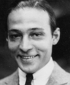 Hollywood Icons, Golden Age Of Hollywood, Vintage Hollywood, Hollywood Stars, Classic Hollywood, Male Movie Stars, Silent Film Stars, Rudolph Valentino, Horsemen Of The Apocalypse