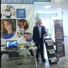Italy -- Publicly Sharing The Good News of God's Kingdom - JW.org -- Photo shared by @emasav79