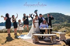 Ewen Gilmore, Celebrant Bethels beach wedding. Swanson Studios wedding photographers