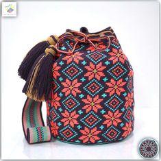 20 отметок «Нравится», 1 комментариев — Wayuu Bags &Bikini etc. (@wayuukiss) в Instagram: «Wayuu bag single thread รุ่น Premium quality ⭕️Sol out⭕️ •ฐาน 9 นิ้ว สูง 10.5 นิ้ว •สายยาว 110 cm.…»