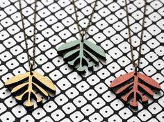 Wendekette Spleen gold – schwarz Holz Holzkette reversible Holzschmuck Pflanze Pflanzenkette glänzen