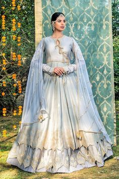 Dress to kill in an elegant embroidered Chanderi lehenga. It has an Anarkali and skirt with scalloping on the border and is adorned with aari work. Indian Dresses, Indian Outfits, Vintage Dresses, Vintage Outfits, Fantasy Gowns, Fantasy Clothes, Fairy Clothes, Lehenga, Sabyasachi