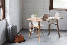 Scrivania design minimal Desk 02 by Artifox http://www.design-miss.com/scrivania-design-minimal-desk-02-by-artifox/ La scrivania design minimal Desk 02 realizzata da Artifox, è caratterizzata da un design moderno e tech-friendly che si adatta alle tue esigenze per creare l'area di lavoro perfetta. La scrivania in legno e metallo si adatta alle vostre esigenze con una vasta gamma di accessori, il...