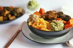 Receta: Buddha Bowl con Fusilli de Lentejas Rojas - Este nutritivo y energizante bowl, está repleto de nutrientes, proteínas vegetales, grasas saludables e hidratos de carbono complejos. ¡Delicioso! ❤️  Receta de @paine666