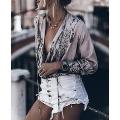Tanned, silk, and shorts Gypsy Style, Hippie Style, Hippie Boho, My Style, Bohemian Style, Boho Chic, Festival Looks, Festival Style, Boho Fashion