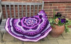 Mandala Madness - Free Pattern on Ravelry ... This one is by W. Paisley