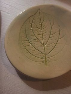 The serene shape of the leaf in the plate offers a great platform for your food. Fair made by a local artisan. At FAIR+FAIR.
