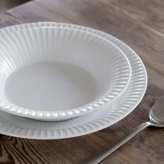 The deep plate from Kähler's Hammershøi tableware is perfect for hot soup or fresh yoghurt served in the morning. Kitchenware, Tableware, Hot Soup, Boconcept, Dinnerware Sets, Pie Dish, Simple Designs, Yogurt, Plates