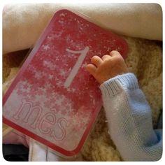 """Cartões mensais do 1º ano do bebé! Aqui já passou um mês desde a chegada da nova """"colaboradora"""" ;)! #baby #cards #monthly #photo"""