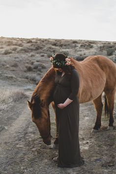 Tri Cities Maternity photographer Desert maternity session / sunset session / maternity session / flower crown / mama to be / We're gonna have a baby! / Bring your horse / must have maternity photos / maternity poses / must have family photos / welcome baby
