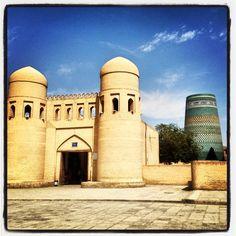 Ingresso nella parte interna (Itchan Kala) della cittadella fortificata di Khiva. Photo by Riccardo Negro