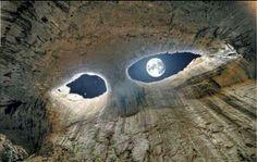 Bulgaristan'da bulunan 'Tanrının Gözleri' mağarası...