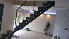 ASMétallerie-Escalier balancé en acier, à limons crémaillère