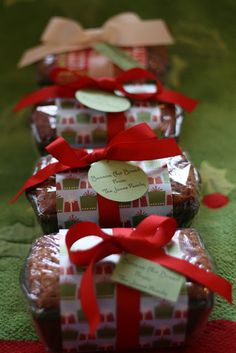 Neighborhood Gifts - Banana Nut Bread - love these, christmas napkins wrapped in middle?