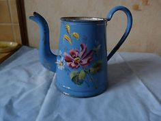 CAFETIERE-EMAILLEE-ANCIENNE-DECOR-FLORAL-EN-RELIEF