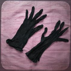 Antique French Lace Romantic black Gloves - Vintage Fashion from France for Chic woman