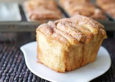 Pull apart cinnamon bread, a delicious treat from Joy the baker. (in Spanish) Cinnamon Pull Apart Bread, Cinnamon Bread, Fruit Bread, Dessert Bread, Pan Bread, Bread Baking, Brunch Recipes, Sweet Recipes, Chilean Recipes