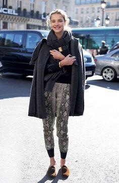 Esta é uma das coisas incríveis da moda: a maneira com que cada uma de nós se produz ou usa determinada roupa ou peça de maneira muito única e pessoal. Quando vi esta foto da Natalia Vodianova pensei imediatamente nisso, pois eu JAMAIS usaria a roupa que ela está usando – linda por sinal! com …