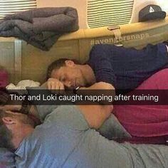 Exhausted cutie brothers having a snooze, because Loki will totally join the avengers. Loki Thor, Marvel Jokes, Marvel Actors, Marvel Funny, Marvel Avengers, Thor Meme, Loki Laufeyson, Marvel Comics, The Avengers