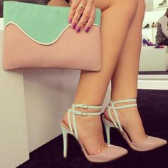 I love to pair shoes and clutch