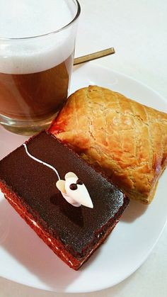 Desserts for Breakfast 😆 : Cake 🍰 & Pie 🍕  #dessert  #breakfast #breakfasttime #coffee #cappuccino #nespresso #ristretto #caffeinefix #coffeelover #cafe #cake #sweet #sweettooth #chocolatecake #chocolate #pie #onmytable #myfood #burpple #foodcoma #foodstory  #foodie