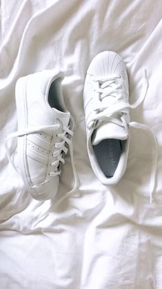 White Adidas Superstar, Adidas Superstar Outfit, White Flat Shoes, Anna Banana, Me Too Shoes, Cloths, Personal Style, Footwear, Sneakers