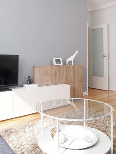 Mueble en blanco y madera- Micasarevista Home affair box spring bed Ikea Living Room, Living Room Cabinets, Living Room Interior, Ikea Interior, Interior Design, Living Room Inspiration, Interior Inspiration, Ikea Tv, Ikea Home