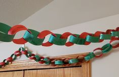 Fun and easy Christmas chain decoration to make using only a few simple supplies! Simple Christmas, Unicorn, Decorations, Boutique, Chain, Birthday, Party, Books, Fun