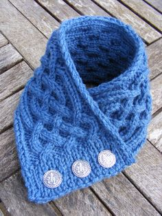 pattern for Celtic knot knitted scarf | La Belle Helene: Celtic cable neckwarmer