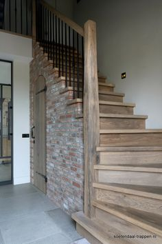 House Stairs, House Design, Rustic Home Design, Rustic Stairs, Staircase Design, Barn Style House, Hardwood Stairs, Basement Remodel Diy, Rustic House