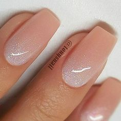 Weiche neutrale Reverse Ombre Nägel - # How to utilize nail polish? Nail polish on your own friend's nails looks perfect, but you can't apply nail polish a Glitter Fade Nails, Faded Nails, Gold Nails, Pink Nails, Pink Glitter, Ambre Nails, Reverse Ombre, Bridesmaids Nails, Nail Polish