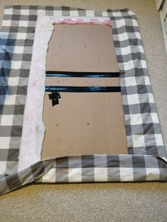 Cheap DIY Upholstered Headboard with Tufting for $10 Cardboard Headboard, Cheap Diy Headboard, Make Your Own Headboard, Diy Tufted Headboard, Diy Headboards, Queen Headboard, Cardboard Furniture, Paint Furniture, Do It Yourself Headboards