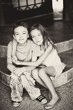 ideas for posing siblings for pictures | siblings | Family and Child Posing ideas
