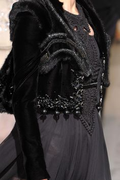 82 details photos of Givenchy at Couture Fall 2009.